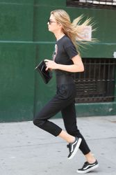 28040480_Stella-Maxwell-out-in-New-York-