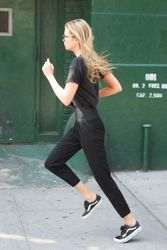 28040486_Stella-Maxwell-out-in-New-York-