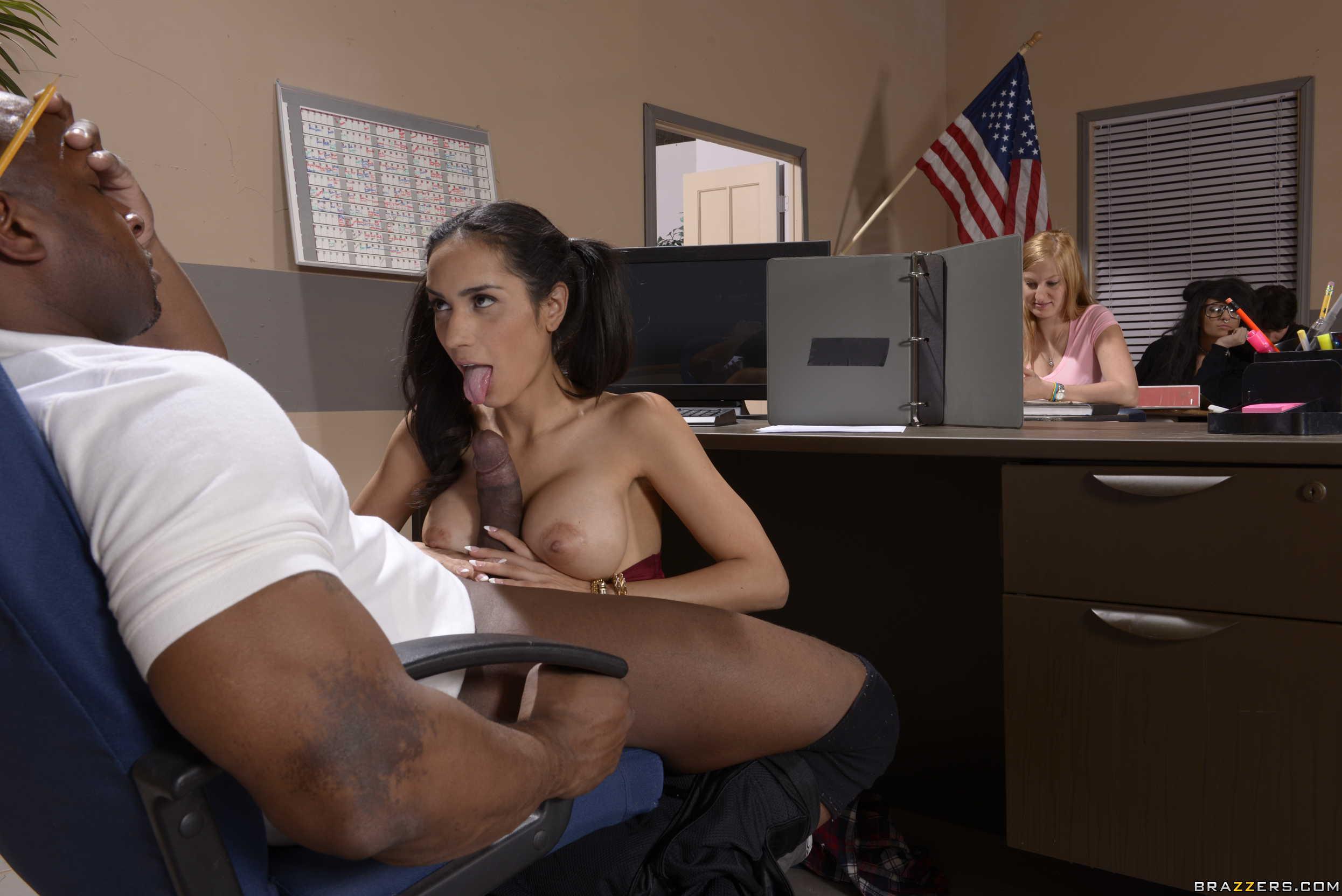 Рассказы минет под столом, Порно рассказ: Знакомство под столом 22 фотография