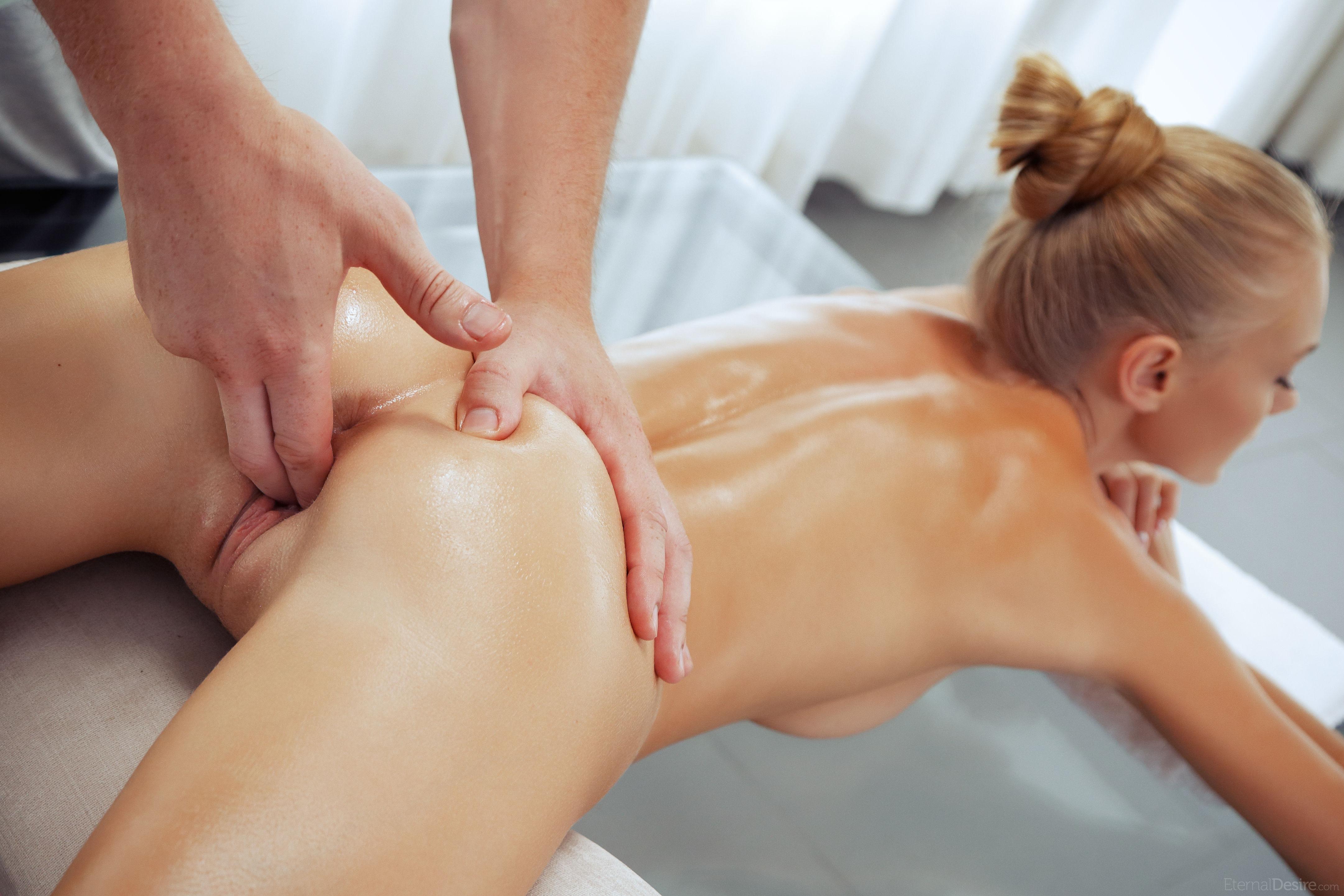 Смотреть девушка на массаже, Порно массаж с русскими девушками на 19 фотография